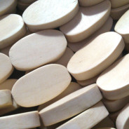 Natural White Wood 15x25mm Flat Oval Beads
